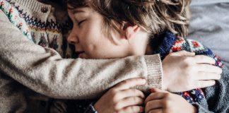 6 intrebari importante pe care sa le pui copiilor inainte de culcare