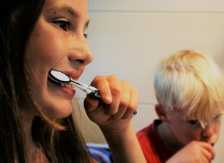 Cum sa-ti motivezi copilul sa se spele pe dinti