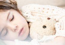 6 pasi pentru a va face copilul sa doarma singur